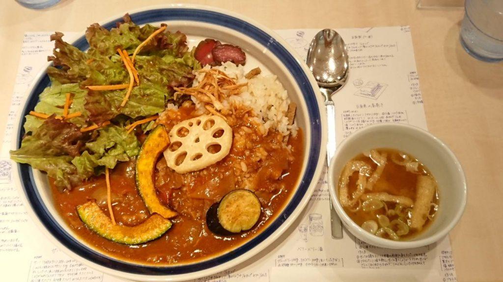 季節限定きのこごはんと秋野菜のハヤシライス(1375円)