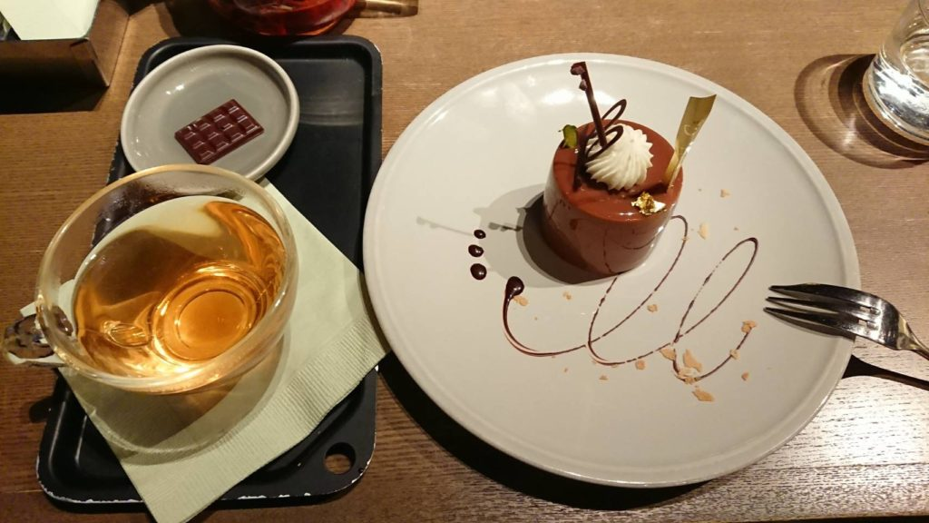 カフェインレスのアプリコットエスケープ(720円+税)と、ヒビヤ